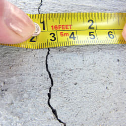 A crack in a poured concrete wall that's showing a normal crack during curing in Paauilo
